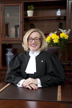 Quatre femmes nomm es juges droit inc for Chambre de la jeunesse montreal