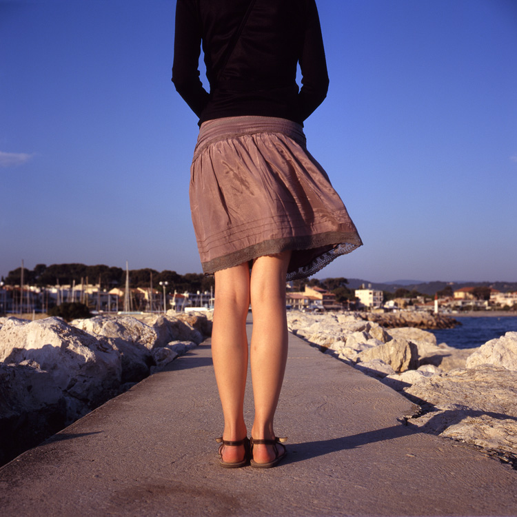 2106fd5e27da95 Voir sous les jupes des filles | Droit Inc.