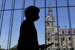 Justin Trudeau in the halls of parliament.  Source: Radio-Canada