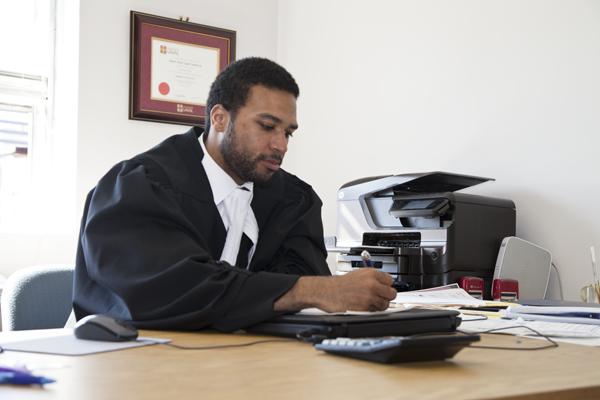 Un avocat en droit social dénonce le ministère droit inc.